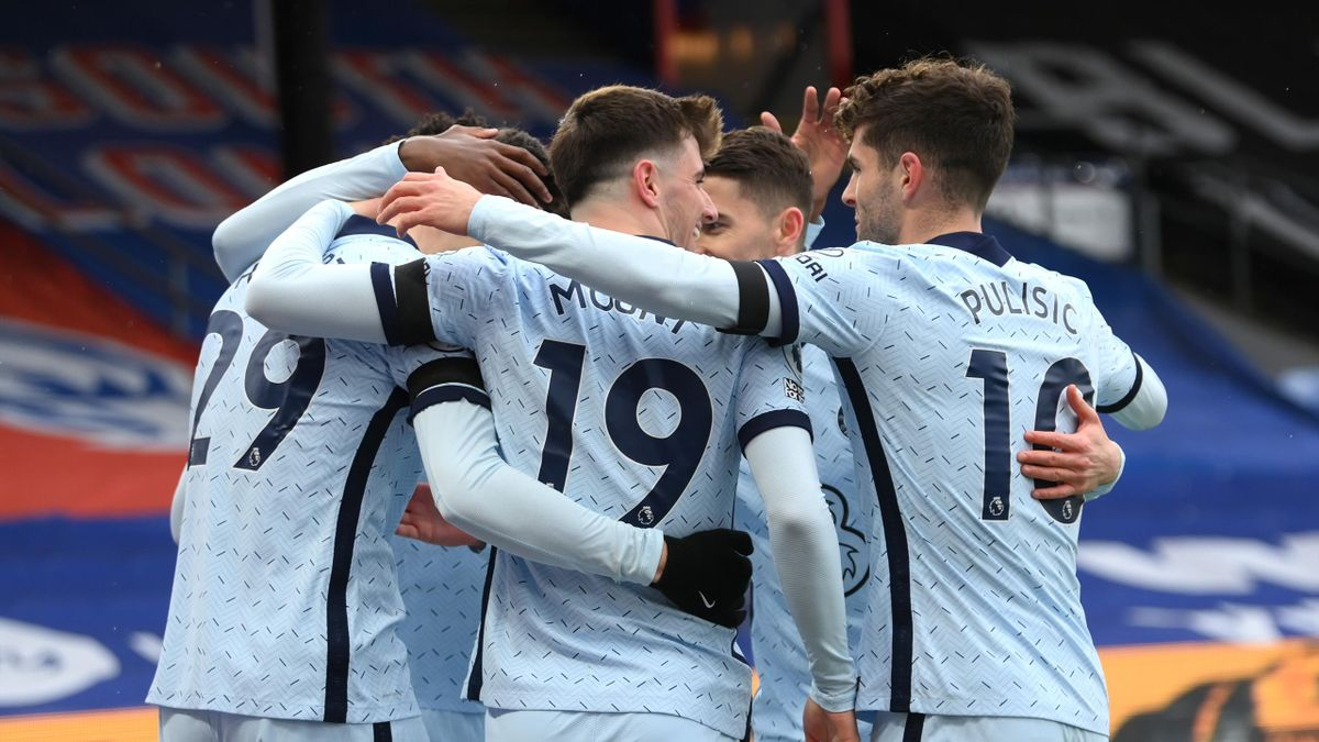 Kai Havertz of Chelsea celebrates with teammates after scoring their team's first goal during the Premier League match between Crystal Palace and Chelsea at Selhurst Park on April 10, 2021 in London, England