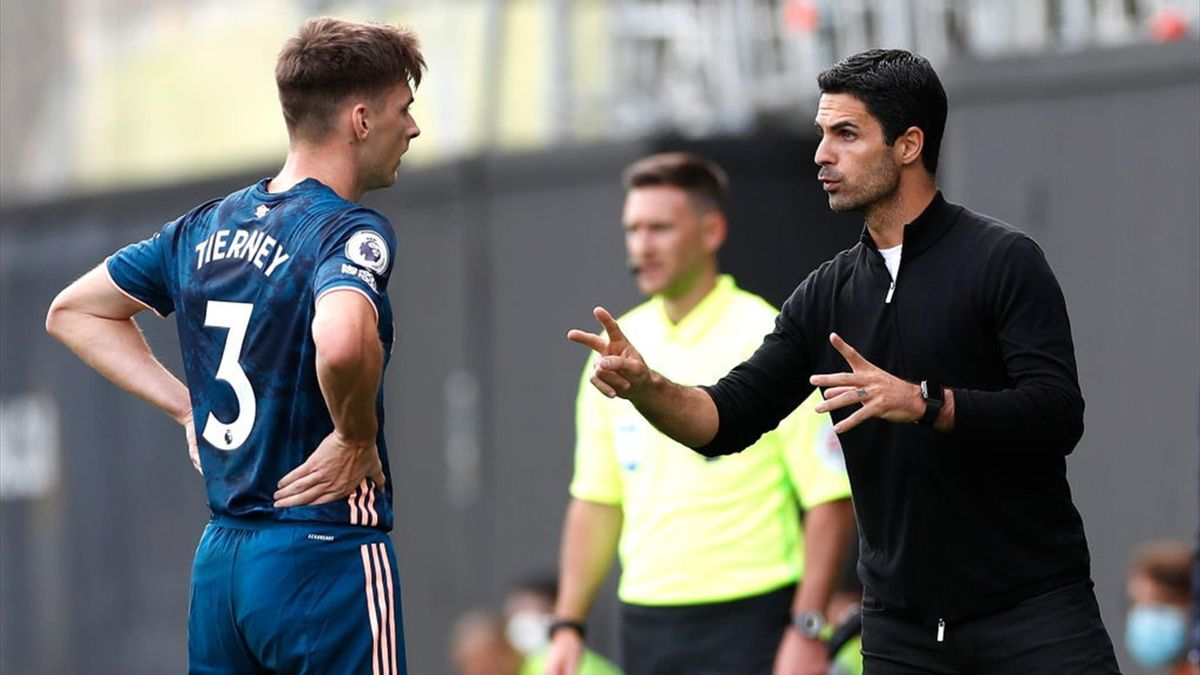 Mikel Arteta gives out Instructions
