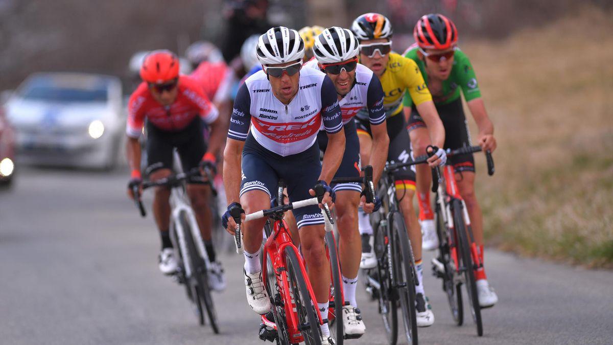 Eine prominente Gruppe bei Paris-Nizza 2020, dem letzten Rennen vor der Saisonunterbrechung: Richie Porte vor Vincenzo Nibali und dem Mann im Gelben Trikot, Maximilian Schachmann