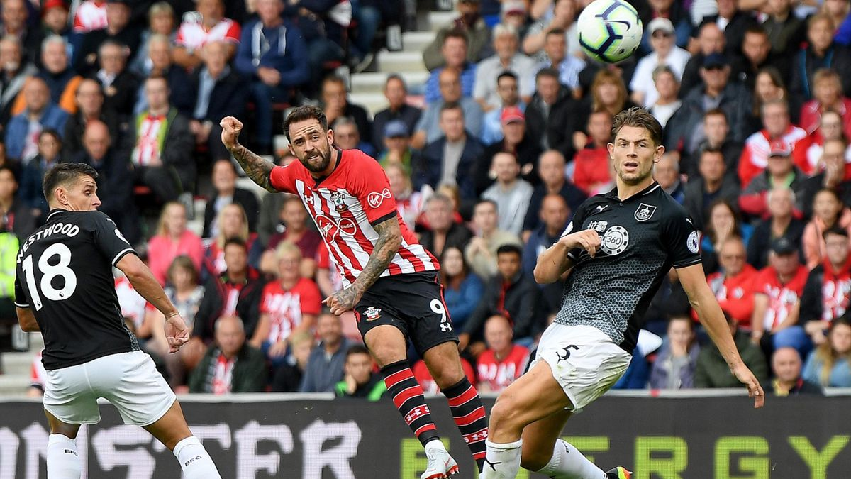 Danny Ings of Southampton shoots during the Premier League match between Southampton FC and Burnley