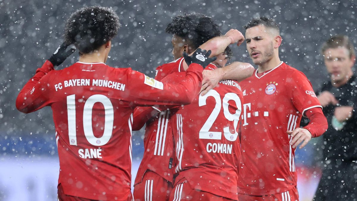 Kingsley Coman of Muenchen celebrates with his team mates after scoring his teams first goal during the Bundesliga match between Hertha BSC and FC Bayern Muenchen at Olympiastadion on February 05, 2021 in Berlin, Germany