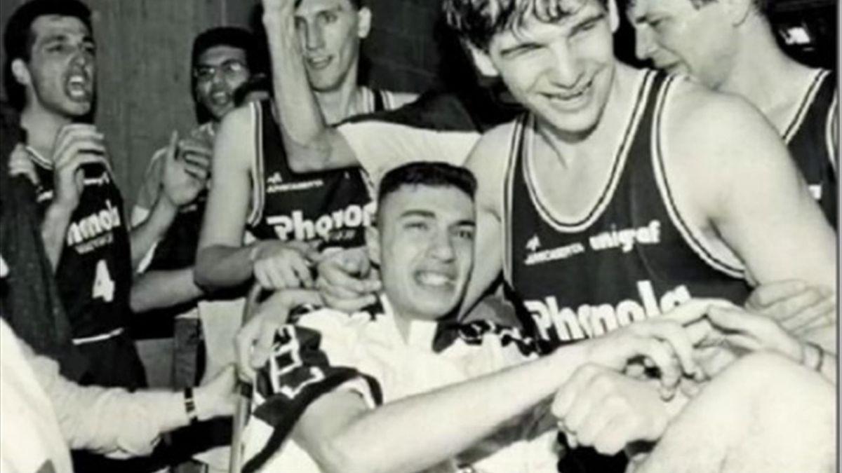 Ferdinando Gentile e Vincenzo Esposito festeggiano lo scudetto vinto da Caserta nel 1991