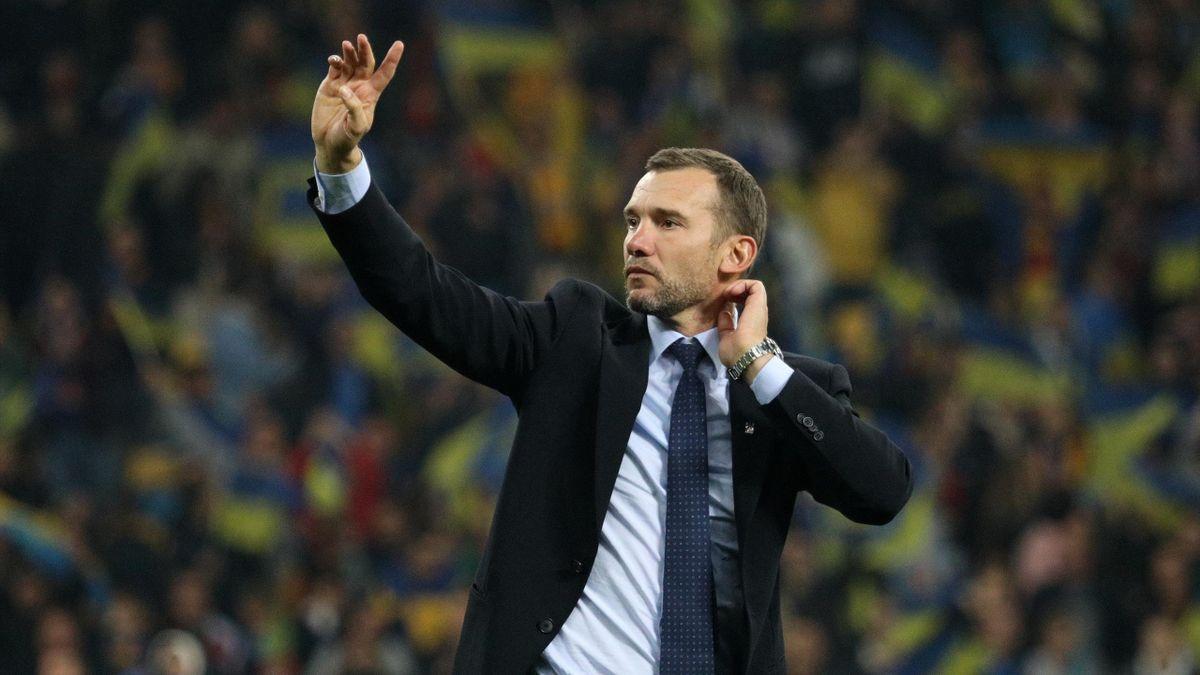 Андрей Шевченко празднует победу в матче Украина – Португалия и выход на Евро-2020
