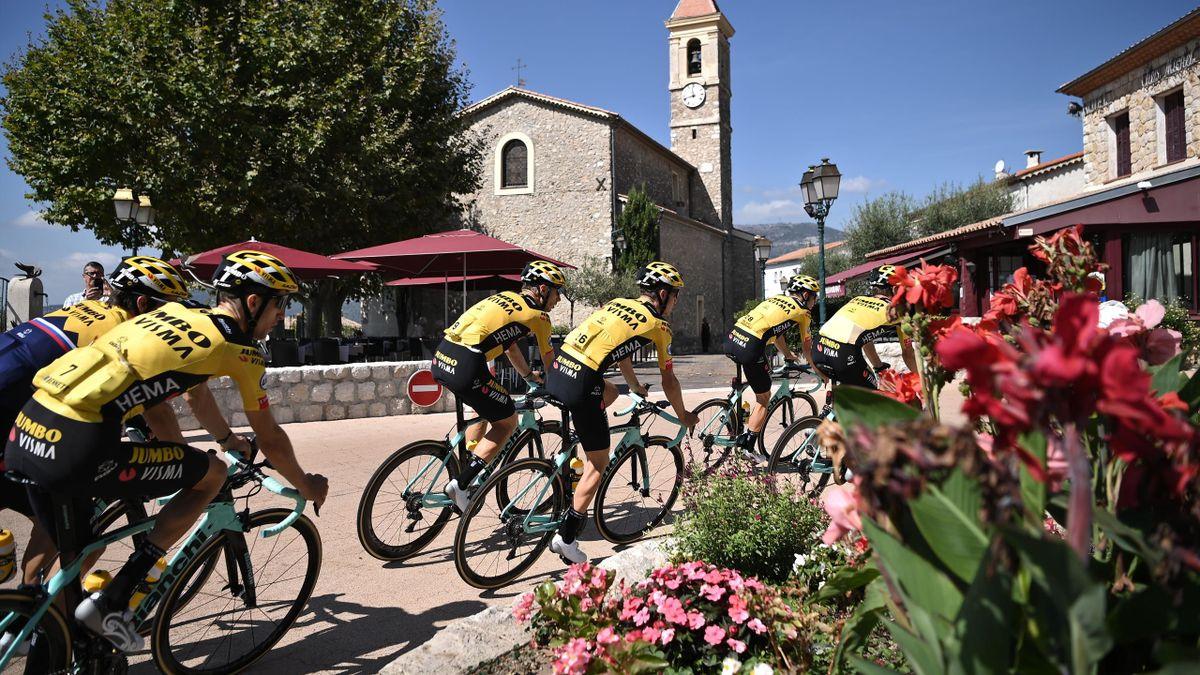 L'équipe Jumbo Visma lors du départ du Tour de France 2020.