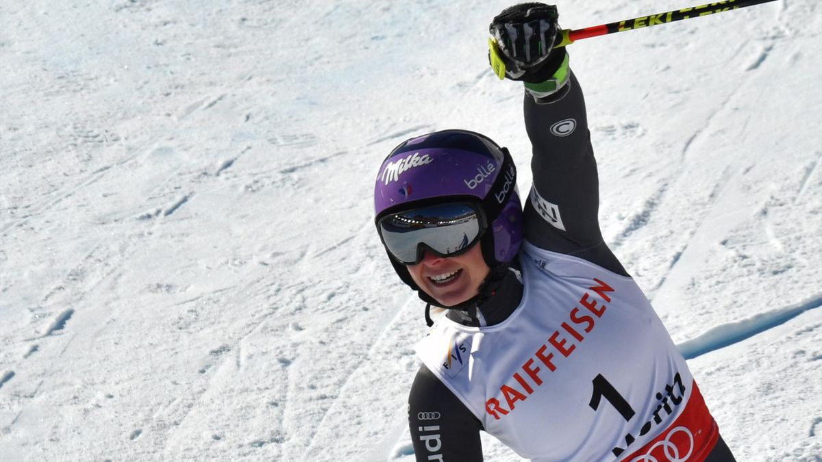 Tessa Worley célèbre son titre de championne du monde de géant à St-Moritz, le 16 février 2017.