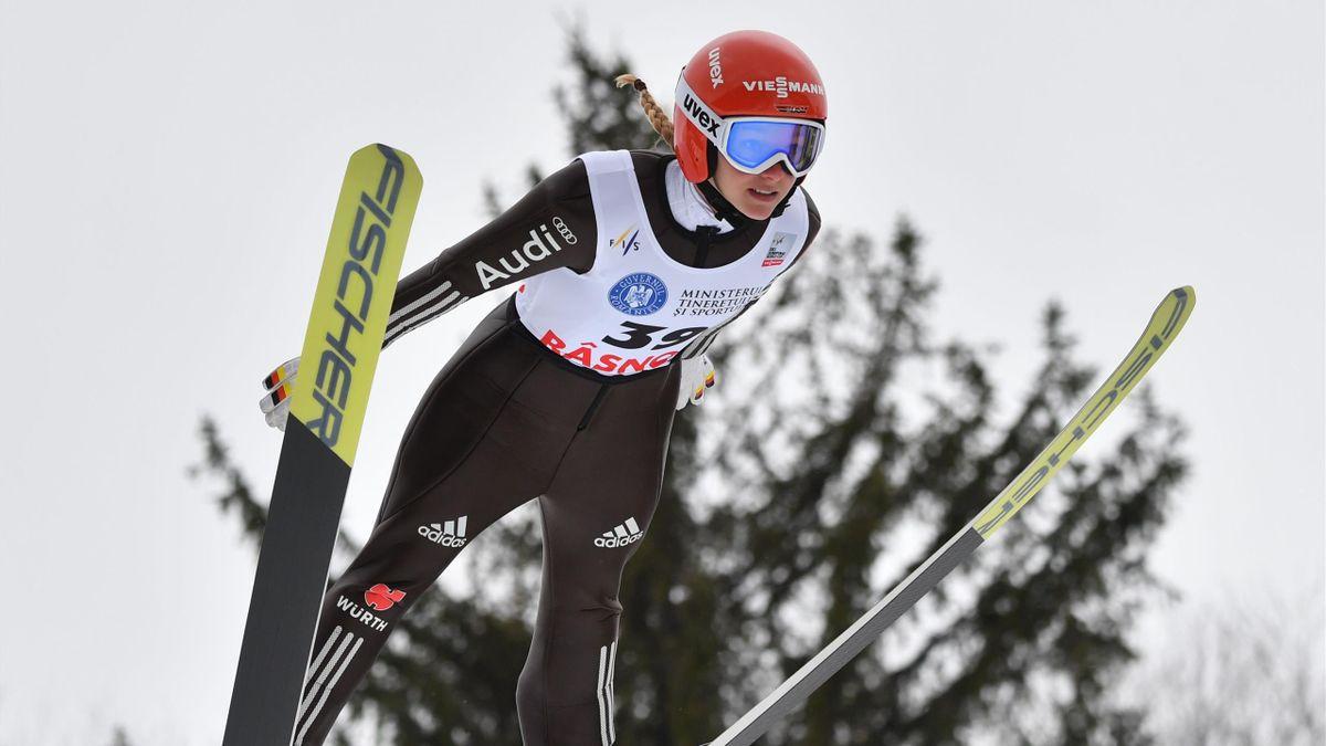 Katharina Althaus und die anderen Skispringerinnen werden in Rasnov 2021 zwei Weltcup-Wettkämpfe springen