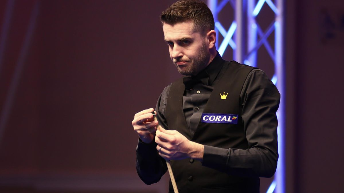 Mark Selby chalks his cue