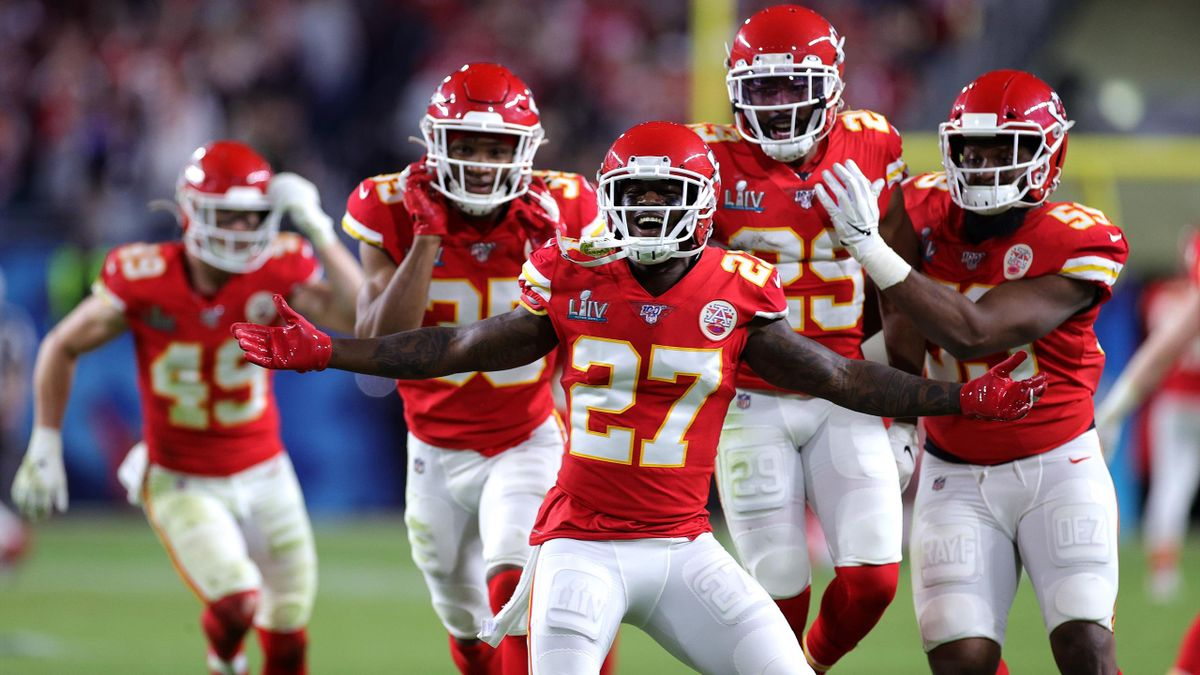 MIAMI, FLORIDA - FEBRUARY 02: Members of the Kansas City Chiefs celebrate after defeating the San Francisco 49ers 31-20 in Super Bowl LIV at Hard Rock Stadium on February 02, 2020 in Miami, Florida. (Photo by Rob Carr/Getty Images)