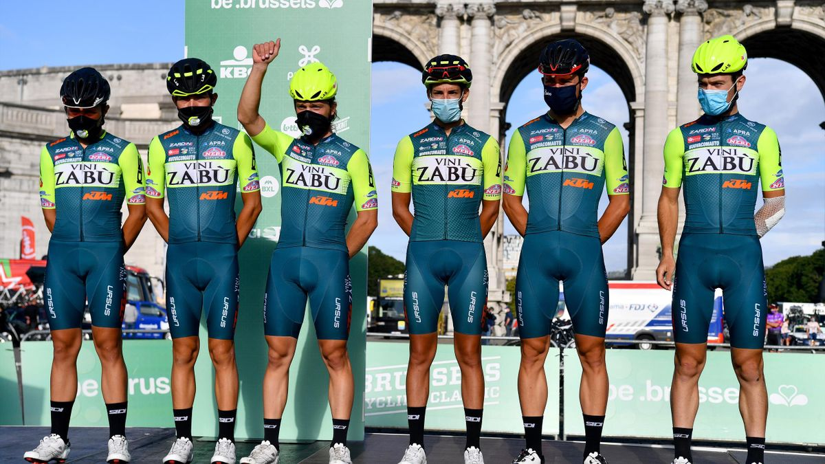 Matteo De Bonis (second from right) has forced Vini Zabu out of the Giro
