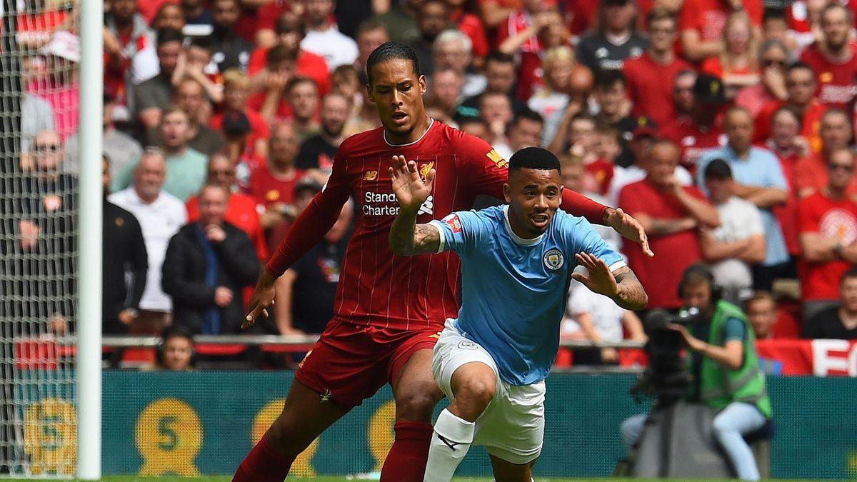 Le duel entre Virgil van Dijk (Liverpool) et Gabriel Jesus (Manchester City) durant le Community Shield