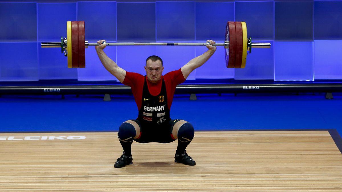 Gewichtheber Nico Müller schafft einen 7. Platz.
