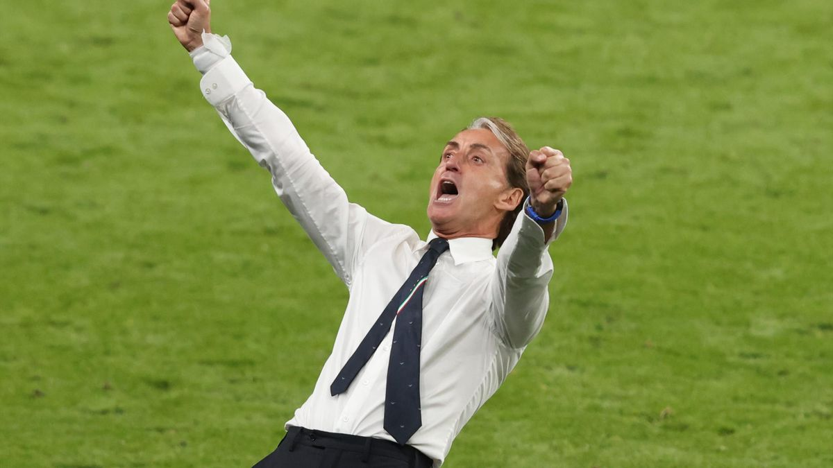 Roberto Mancini, head coach of Italy celebrates the win during the UEFA Euro 2020 Championship Round of 16 match between Italy and Austria at Wembley Stadium at Wembley Stadium on June 26, 2021 in London, United Kingdom.