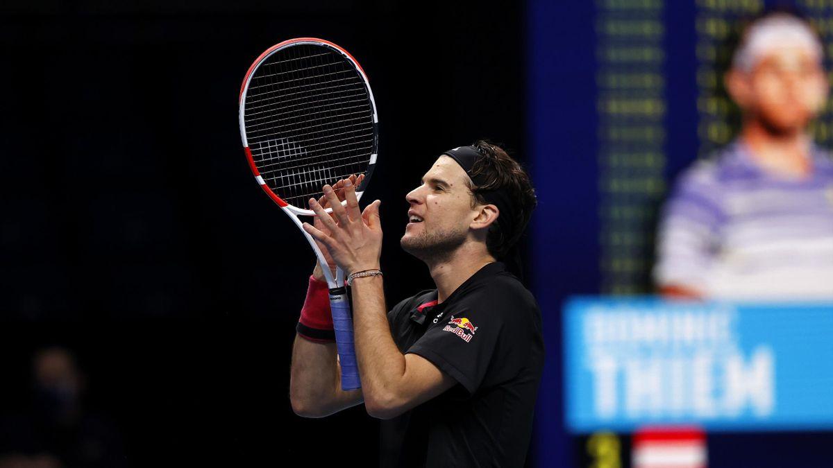 Dominic Thiem cémlèbre sa victoire contre Novak Djokovic en demi-finale des ATP FInals 2020