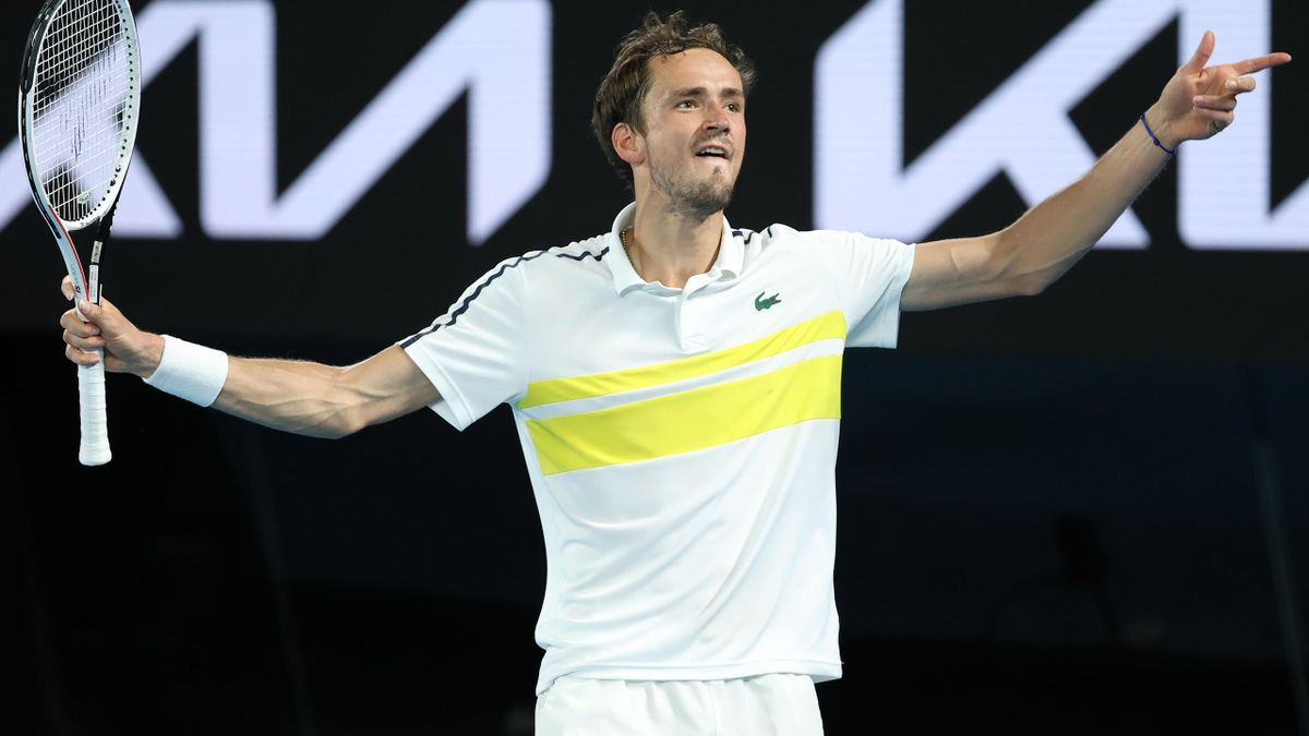 Highlights: Medvedev too good for Tsitsipas in semi-final