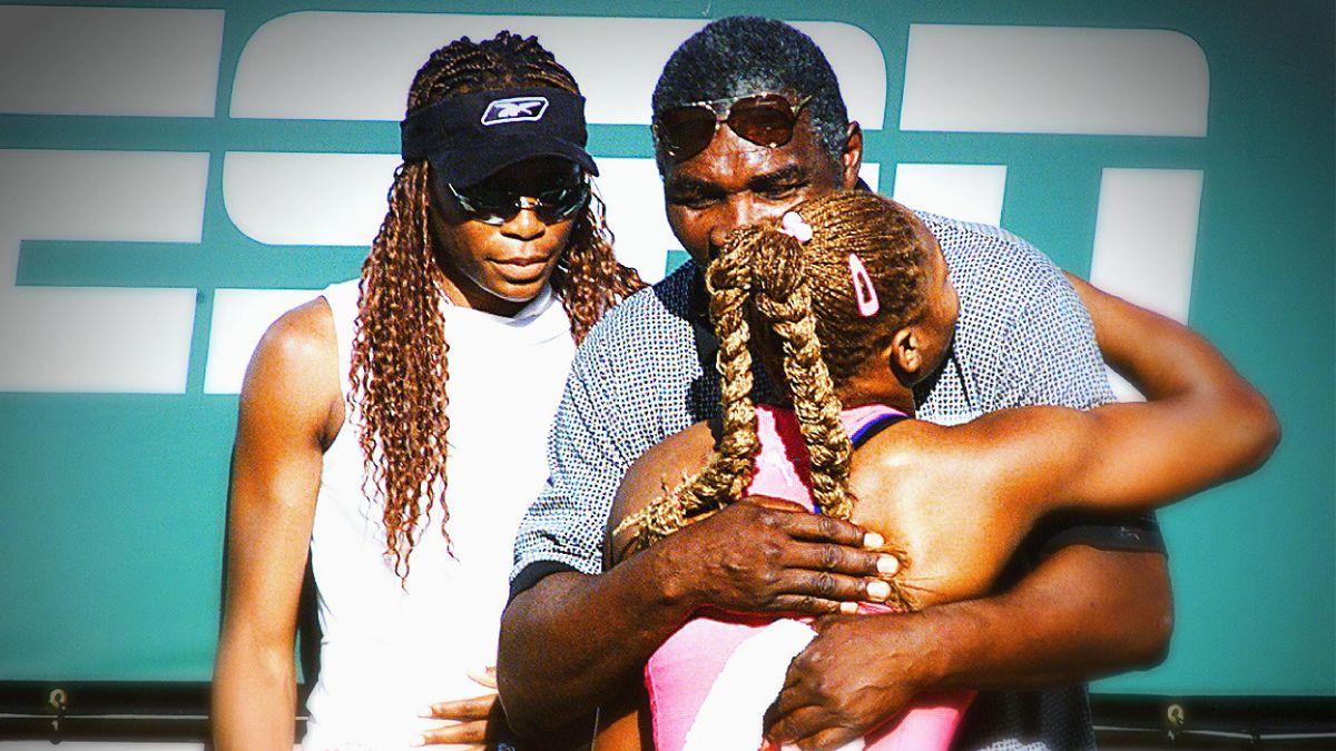 Indian Wells 2001, Serena Williams avec son père Richard, et sa soeur, Venus, après sa victoire en finale.