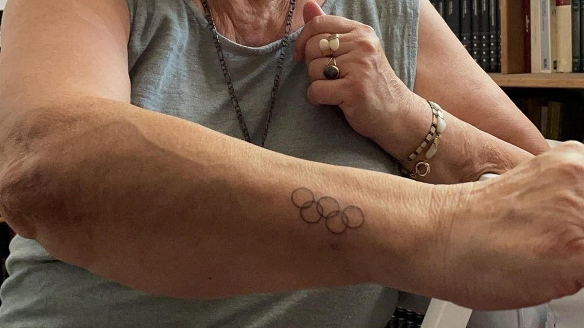 La abuela de Alberto Ginés se tatúa los aros olímpicos