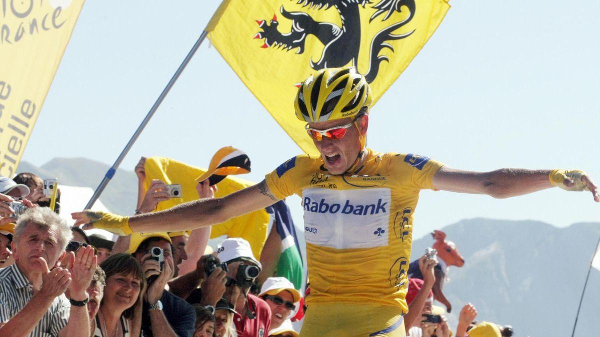 Michael Rasumssen (Rabobank) feiert seinen Sieg am Aubisque bei der Tour de France 2007
