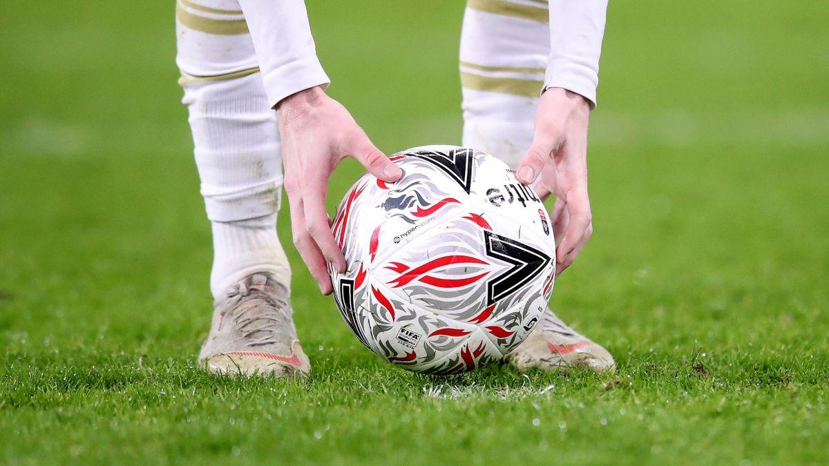 Мяч перед пенальти