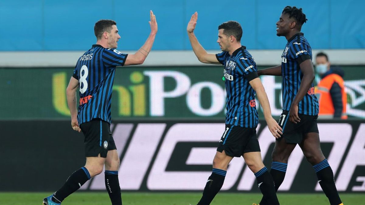 Robin Gosens esulta dopo il gol - Atalanta-Fiorentina Serie A 2020-21