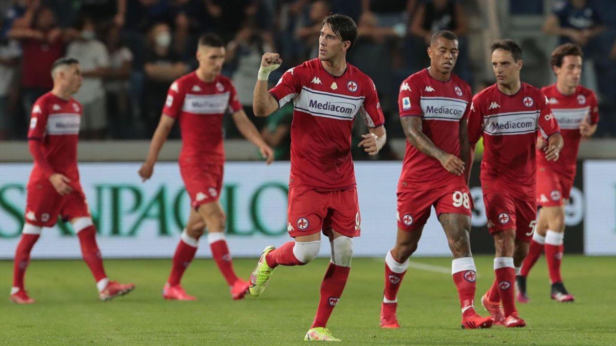 Vlahovic esulta per il gol realizzato in Atalanta-Fiorentina - Serie A 2021/2022