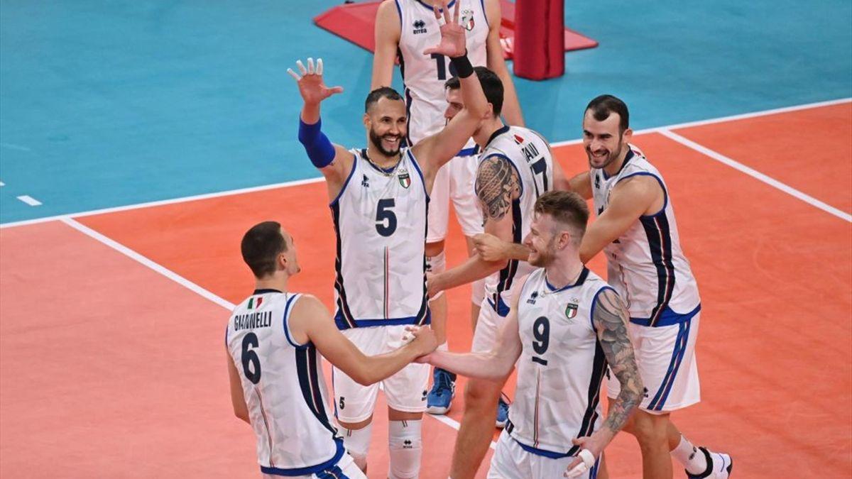 I giocatori azzurri festeggiano dopo la vittoria della gara Giappone-Italia - Olimpiadi Tokyo 2020