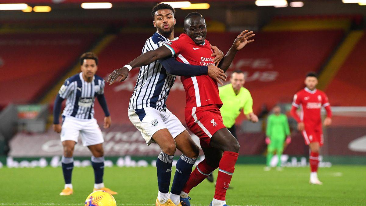 Mané (Liverpool) sufre la marca de la defensa del West Bromwich
