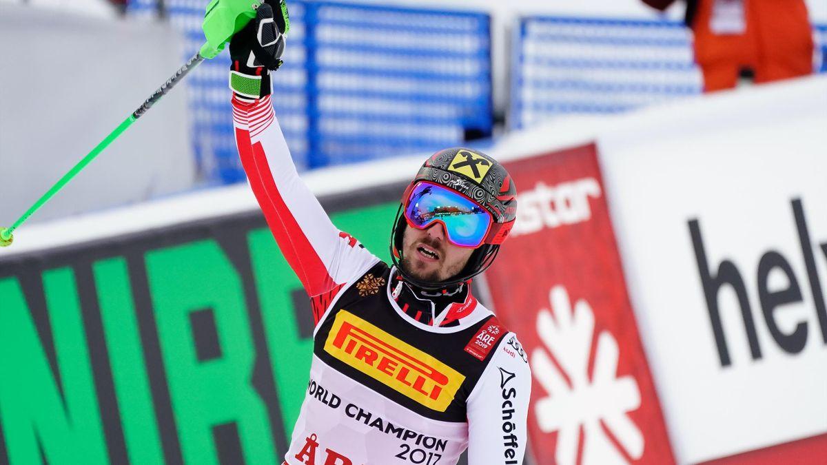 Marcel Hirscher célèbre sa victoire lors du slalom des Mondiaux d'Are