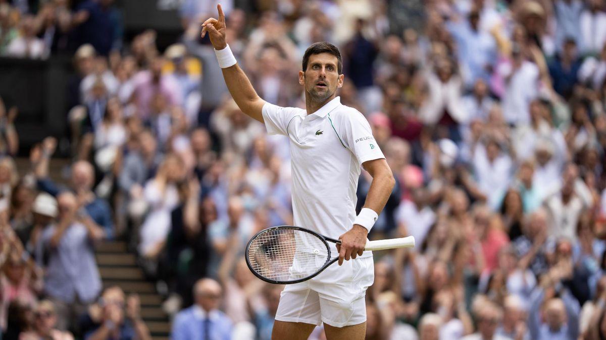 Novak Djokovic feiert seinen Wimbledon-Sieg