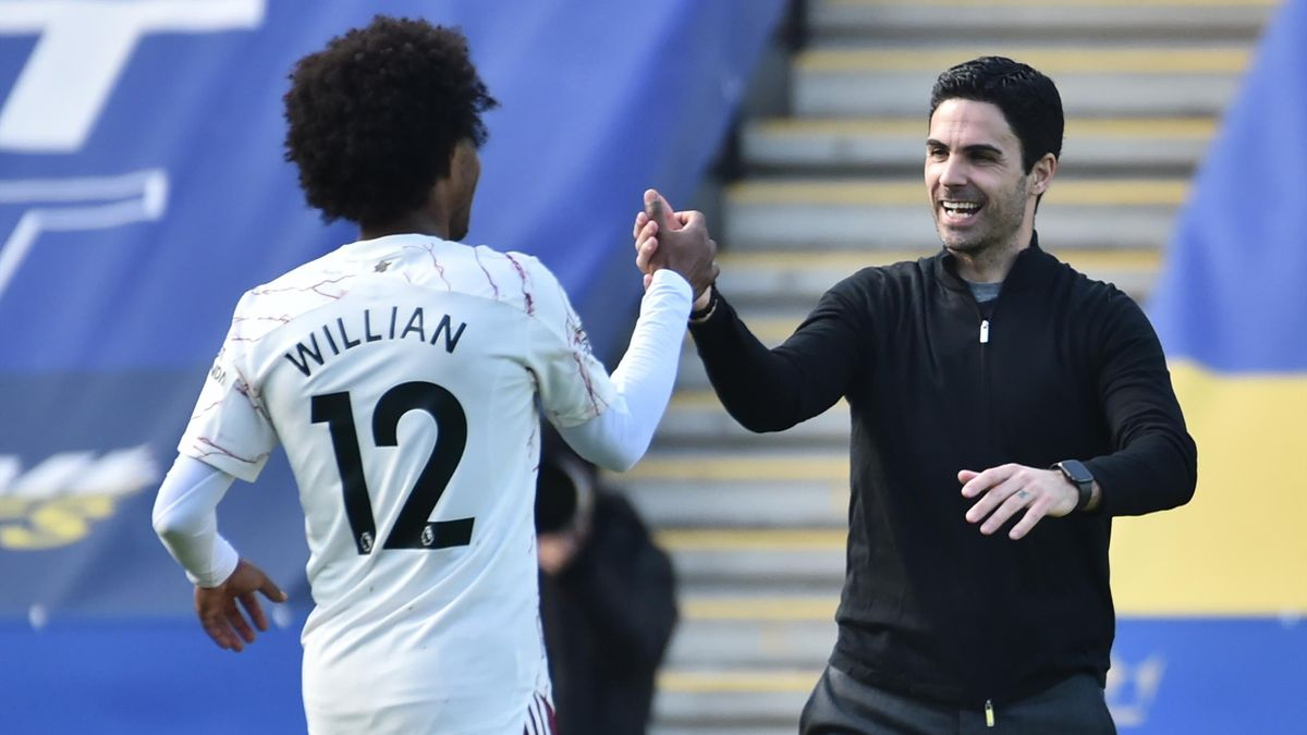 Willian and Mikel Arteta celebrate 3-1 win at Leicester
