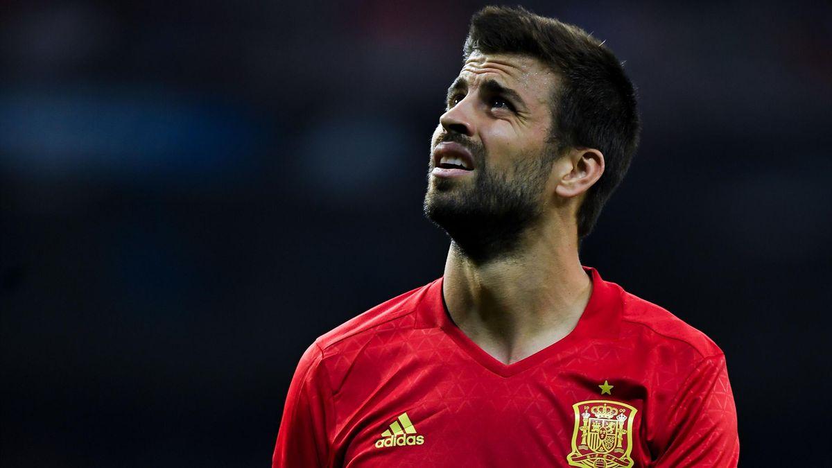 Piqué, avec le maillot de l'Espagne.