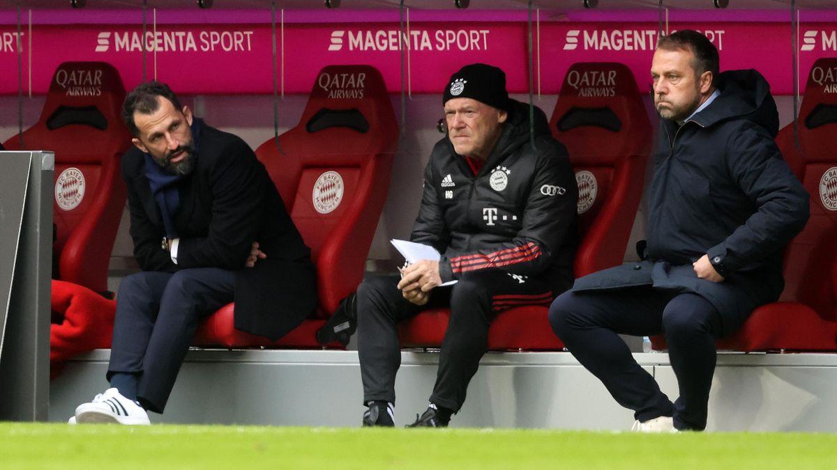 Sportvorstand Hasan Salihamidzic (l.) und Bayern-Trainer Hans-Dieter Flick (r). In der Mitte Co-Trainer Hermann Gerland