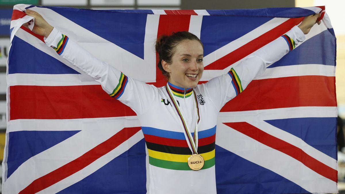 Elinor Barker celebrates her points race victory