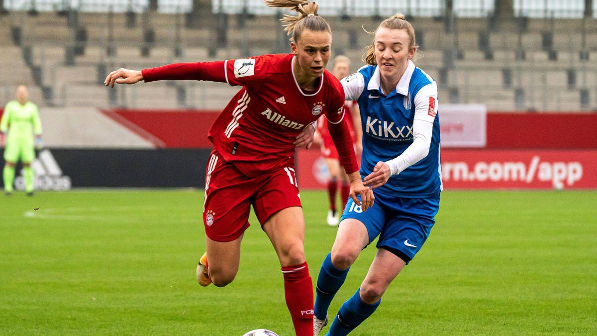 Bayerns Klara Bühl (links) schnürte gegenden SV Meppen einen Dreierpack