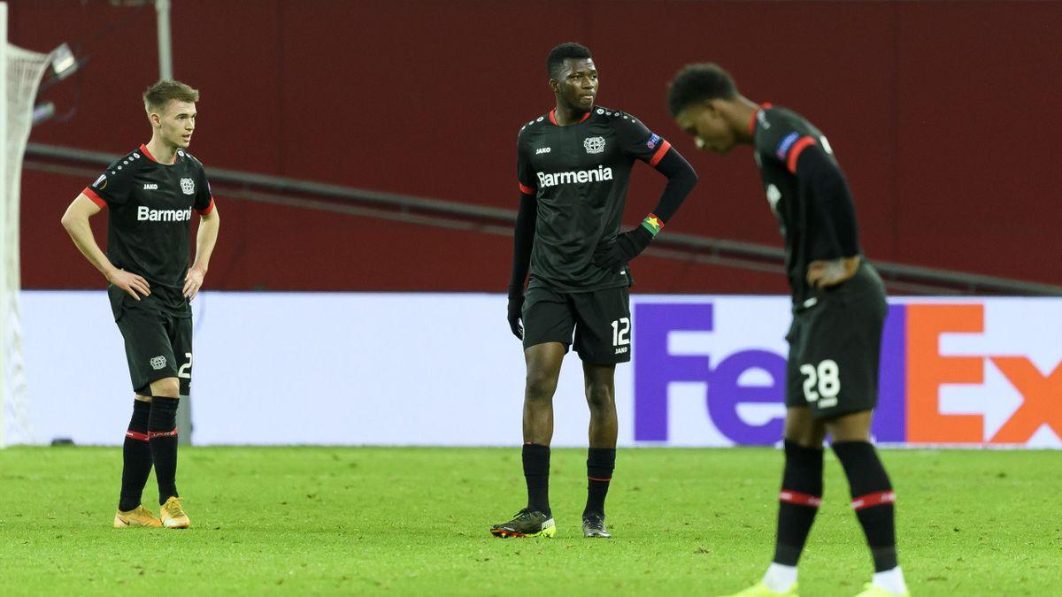 Entsetzen bei den Spielern von Bayer 04 Leverkusen nach dem Aus in der Europa League