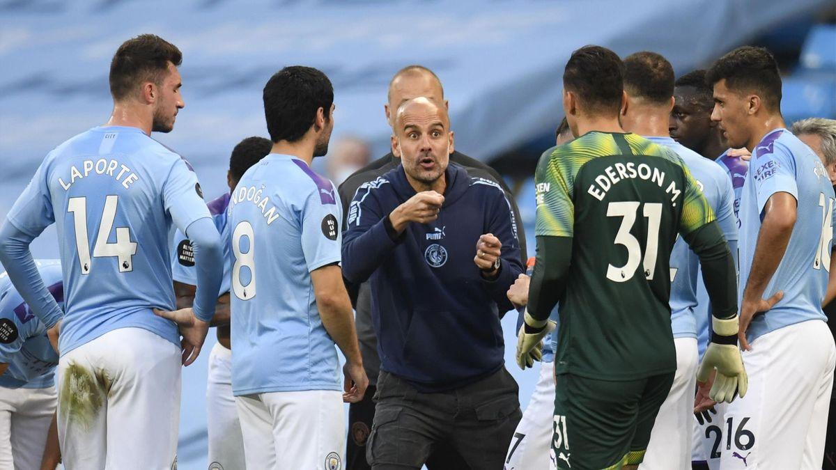 Pep Guardiola (mitte) und Manchester City haben weitere positive Corona-Fälle gemeldet