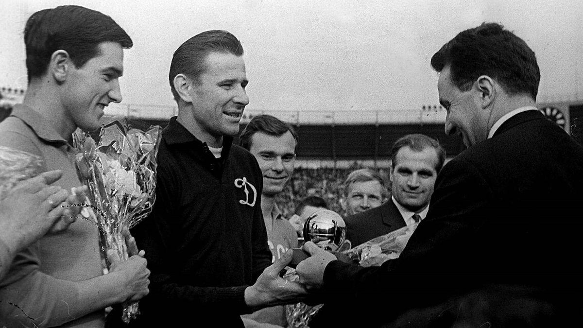 Lev Yashin gets 1963 Ballon d'Or
