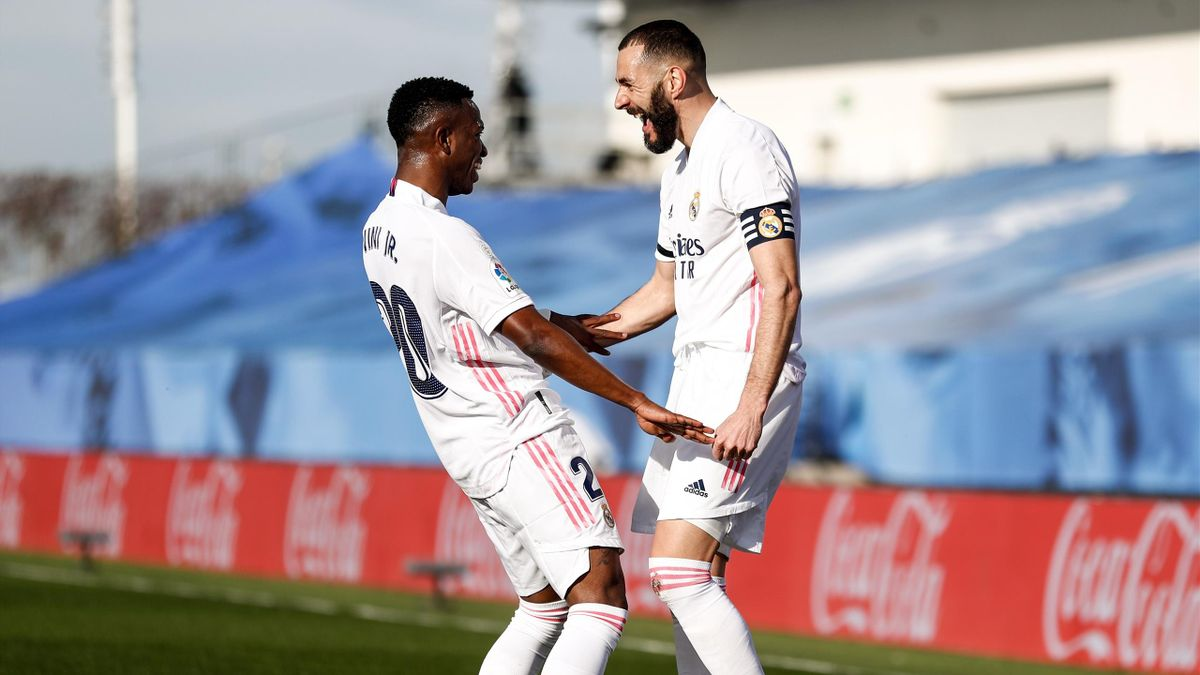 Karim Benzema fête son but face à Valence avec Vinicius (Real Madrid)