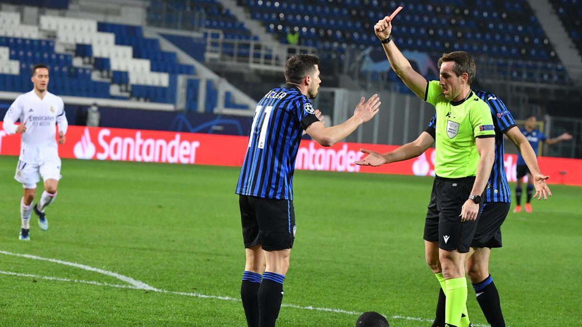L'espulsione di Remo Freuler in Atalanta-Real Madrid