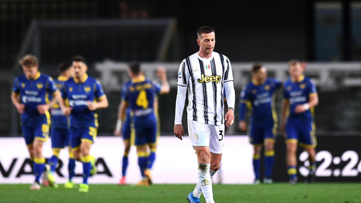 Federico Bernardeschi of Juventus reacts after conceding their side's first goal during the Serie A match between Hellas Verona FC and Juventus at Stadio Marcantonio Bentegodi on February 27, 2021 in Verona, Italy.