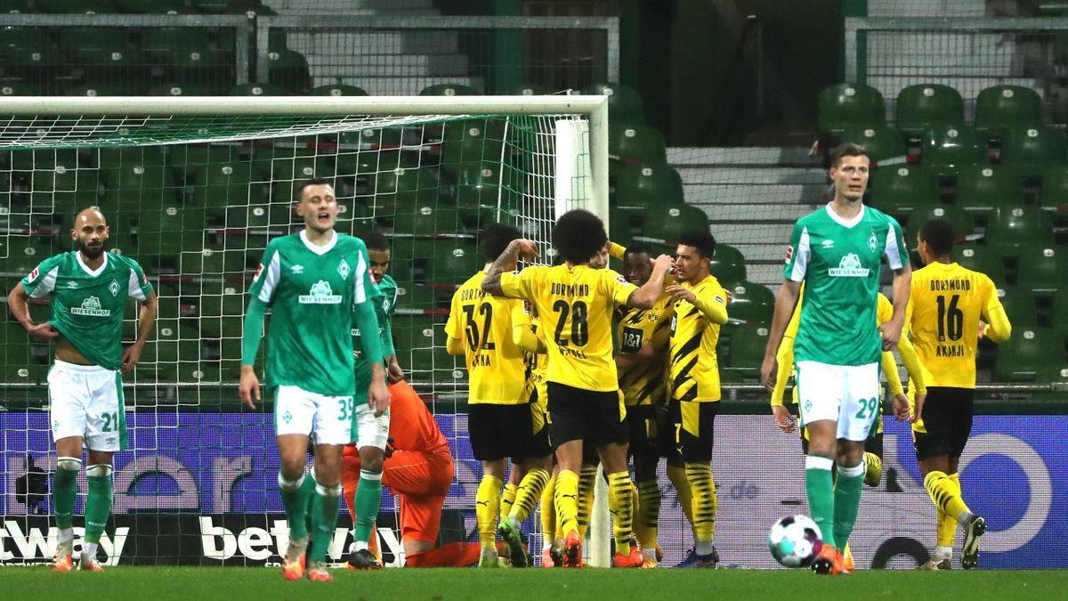 Der BVB jubelt über ein Tor von Marco Reus - Werder Bremen vs. Borussia Dortmund