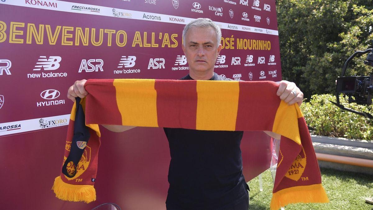 José Mourinho nel suo primo giorno alla Roma, luglio 2021 (Getty Images)