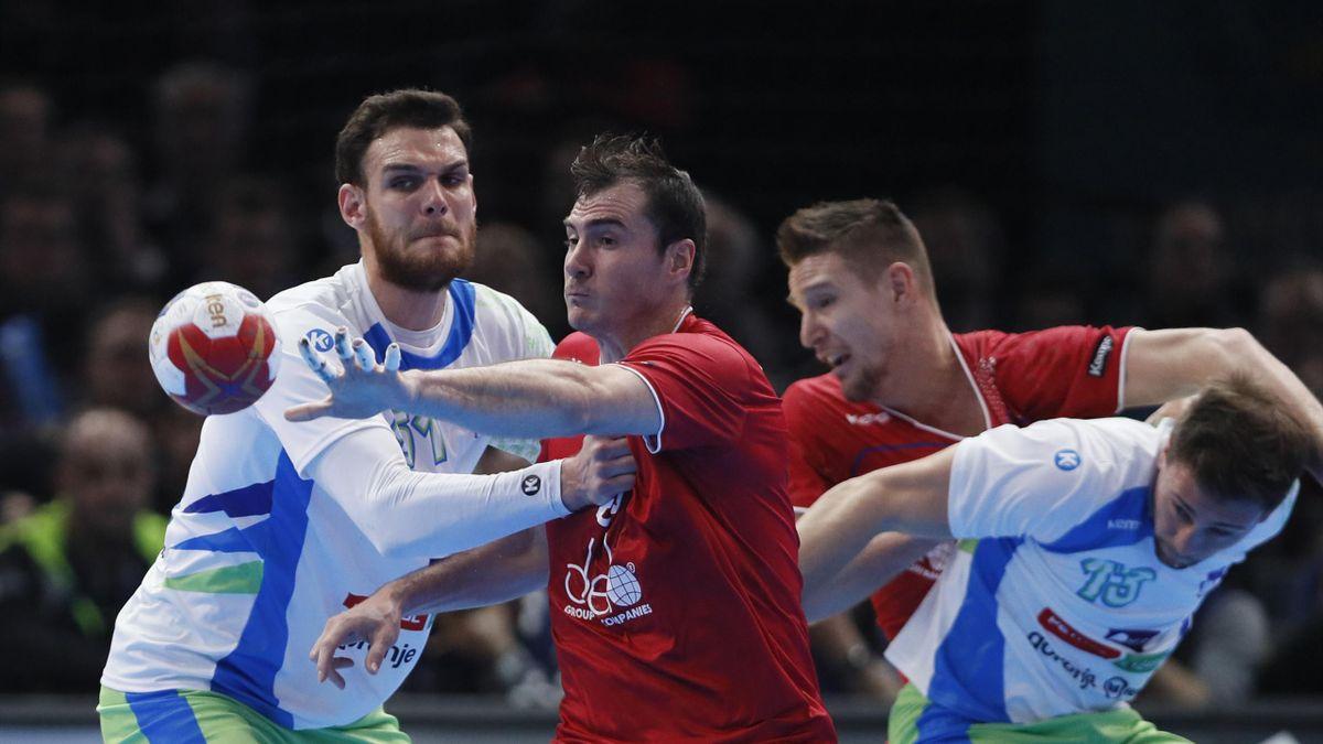 Сергей Шельменко во время матча Россия – Словения