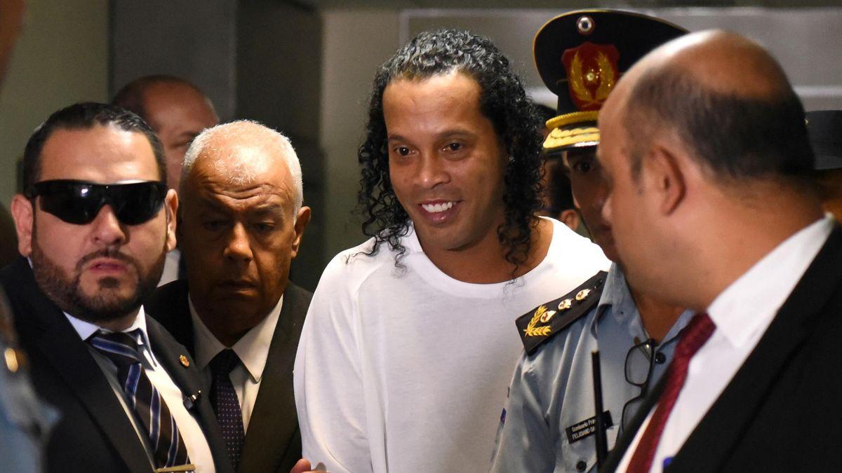 Ronaldinho (mitte) wurde nach fünf Monaten Arrest in Paraguay entlassen