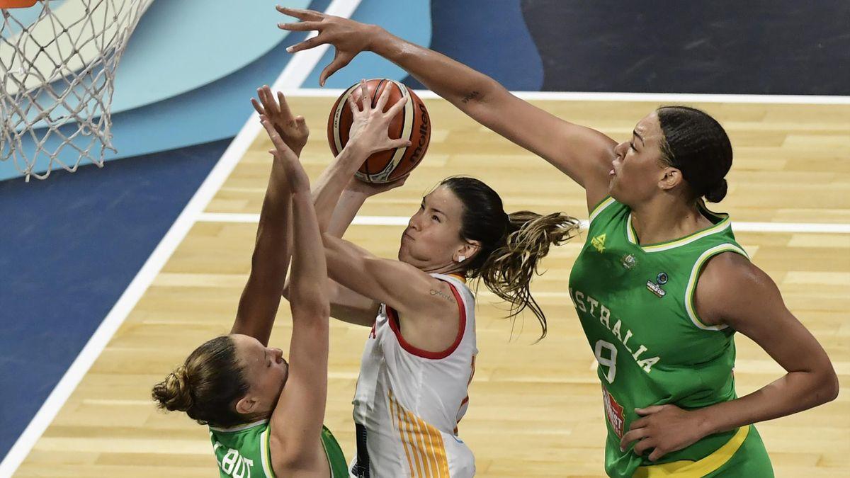 Liz Cambage poniendo un tapón a Anna Cruz, España-Australia, Mundial 2018