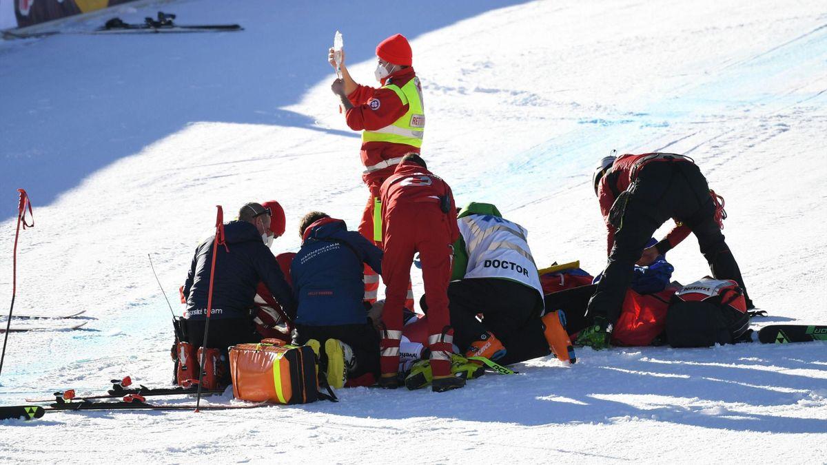 L'équipe médicale autour d'Urs Kryenbühl, évacué en hélicoptère