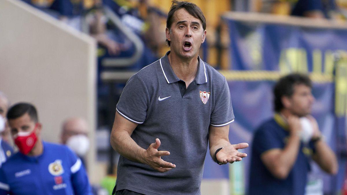 Julen Lopetegui, Manager of Sevilla FC reacts during the La Liga Santander match between Villarreal CF and Sevilla FC