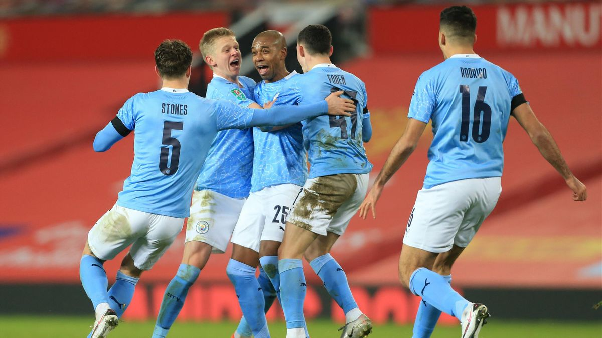 Die Spieler von Manchester City jubeln über das 2:0 von Fernandinho