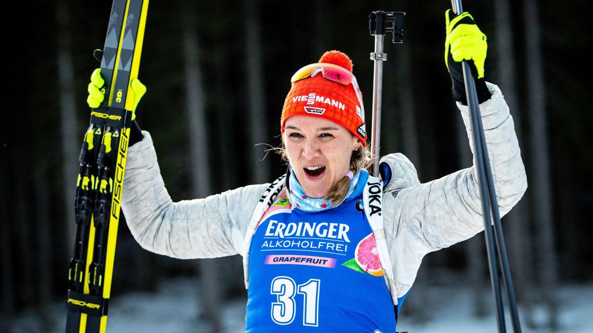 Denise Herrmann jubelt über ihren Sieg in Pokljuka 2020