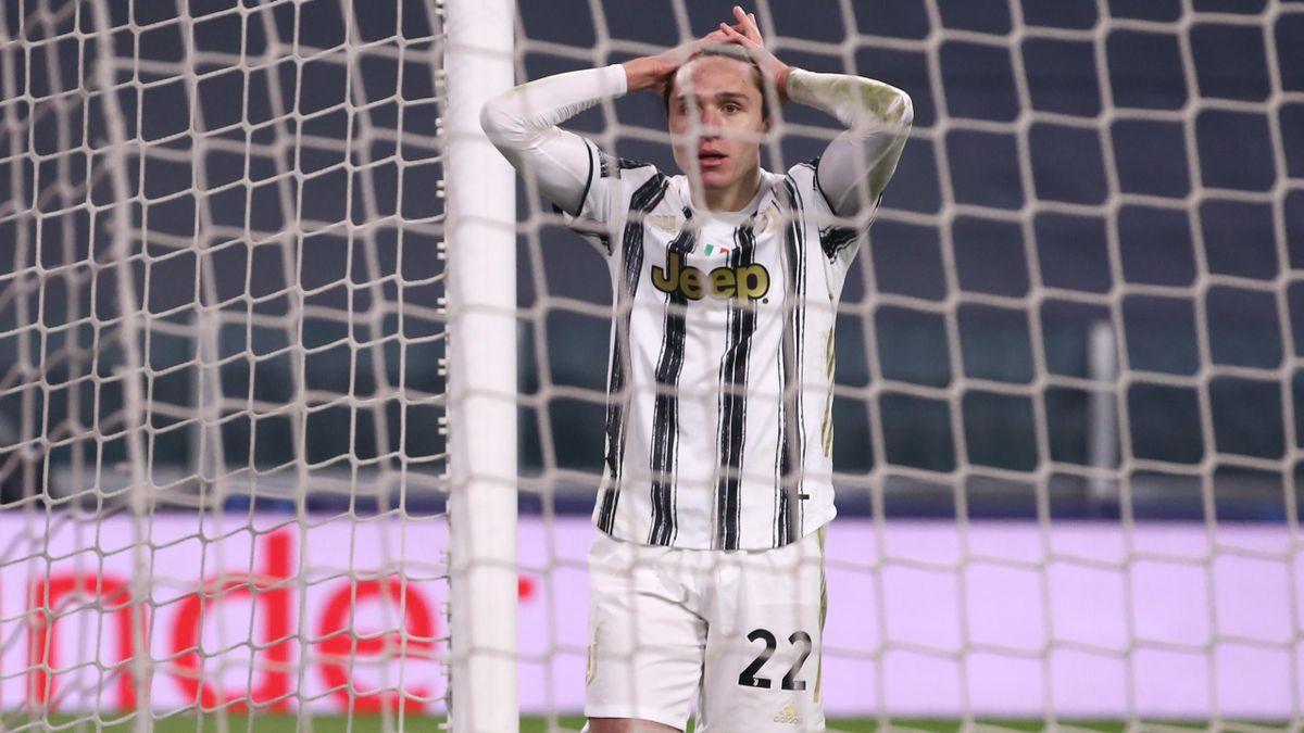La disperazione di Federico Chiesa nella serata tremenda di Juventus-Porto, costata ai bianconeri il passaggio ai quarti di Champions per il secondo anno di fila