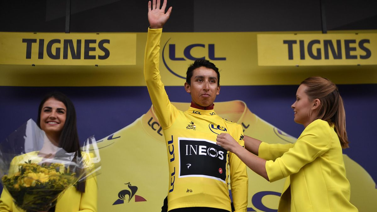 Colombia's Egan Bernal (C) celebrates his overall leader's yellow jersey on the podium of the nineteenth stage of the 106th edition of the Tour de France